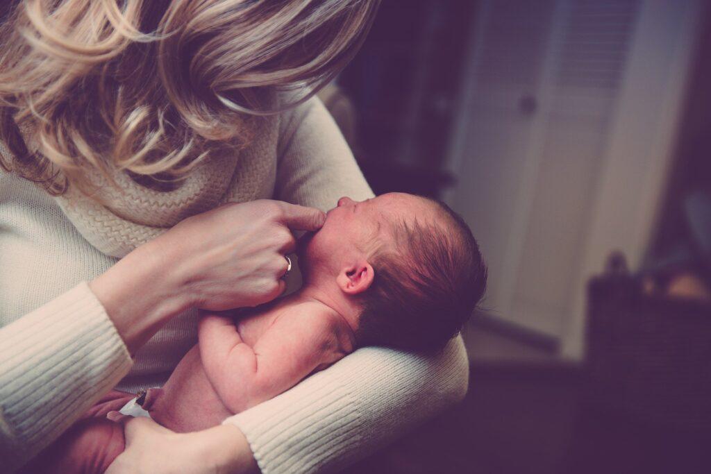 spædbarn og mor