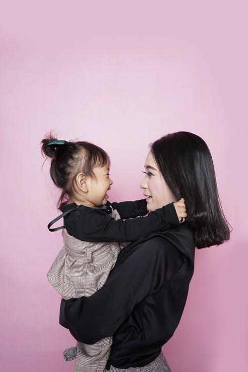 pige hiver i mors hår