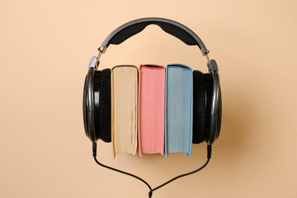 Bøger og hovedtelefoner